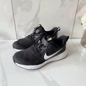 Nike Revolution 5 Kids Running Shoes Lace Up Blk
